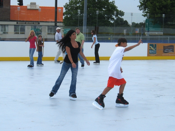 Synthetic_Ice_Skating_Rink_600x450