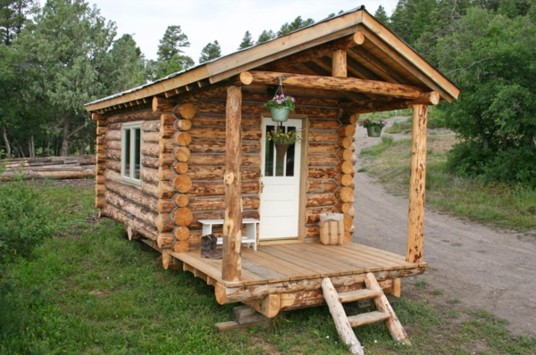 tiny-log-cabin-ski-hut-1_600x398