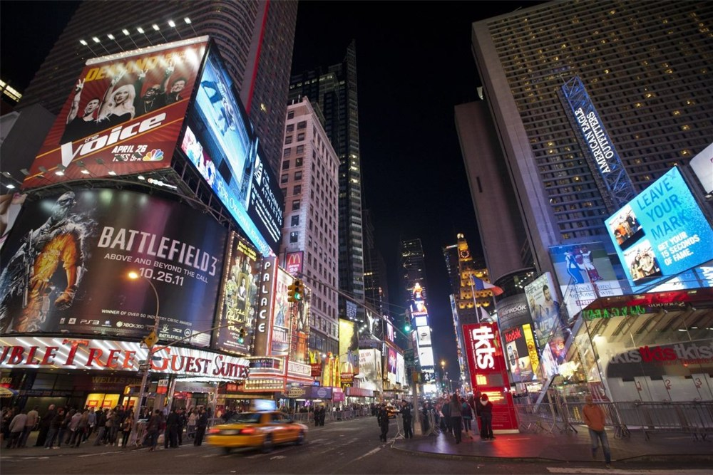Get into new york city 39 s nightlife albanian journalism for Best places to go in nyc at night