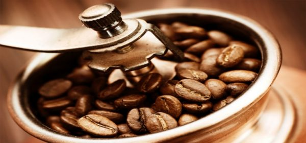 What's The Difference Between A Burr Grinder and Blade Grinder?